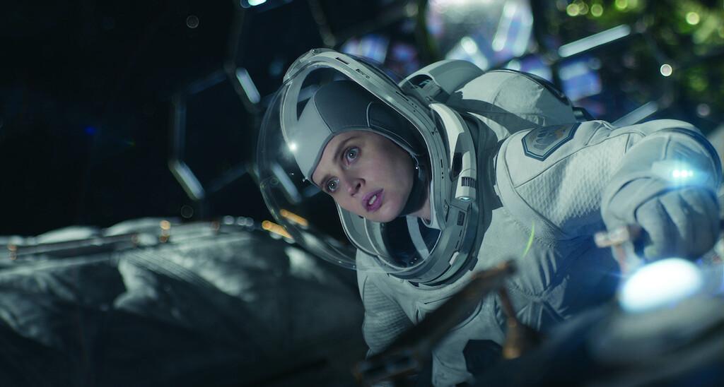 'Cielo de medianoche' (crítica): una combinación de drama post-apocalíptico y aventura espacial que no finaliza de descubrir su tono