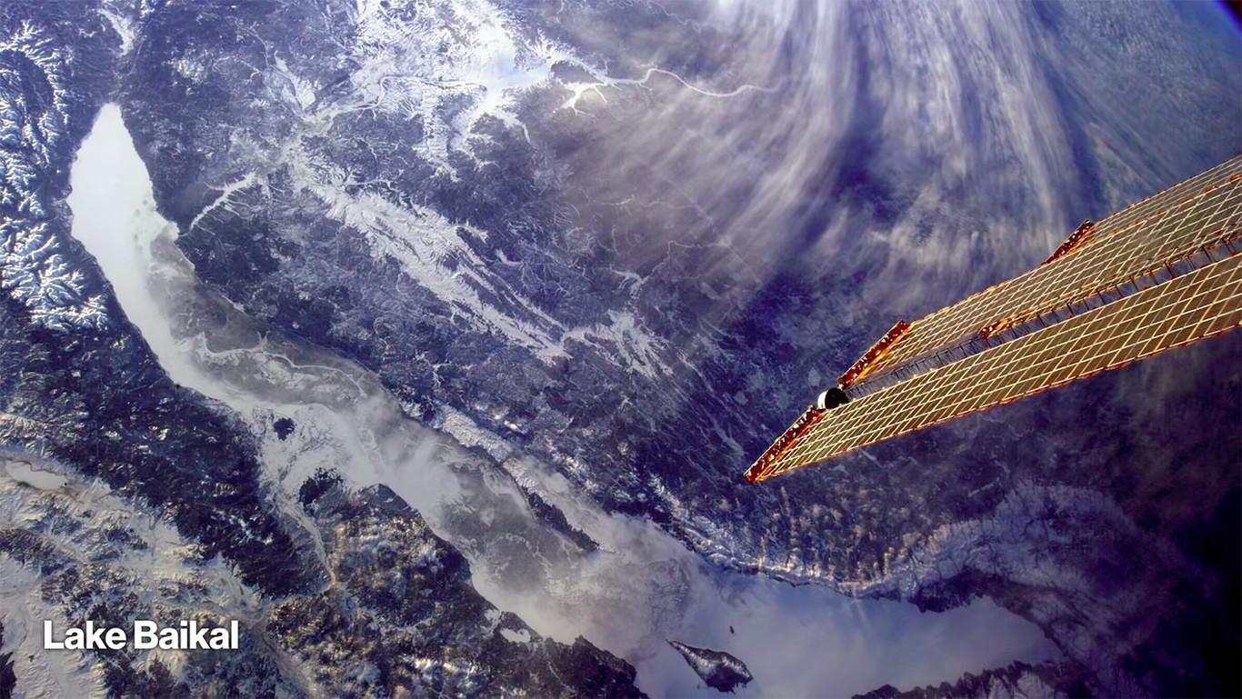 Chris Hadfield te cuenta qué es ser fotógrafo en el espacio en cinco minutos y 150 fotografías