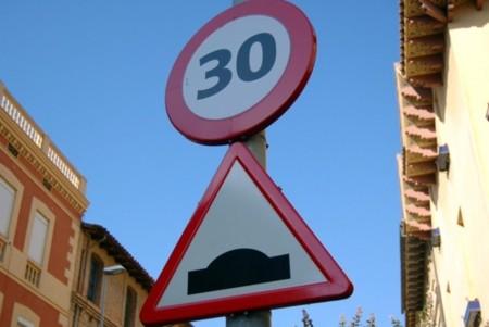 Así deberían ser los resaltos de reducción de velocidad de las calles