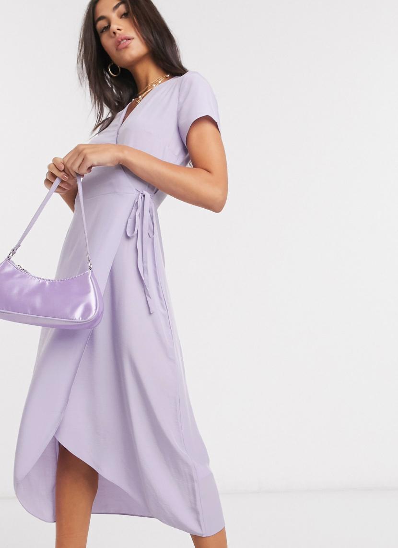 Vestido midi con diseño cruzado en lila de Warehouse
