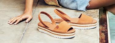 Las menorquinas son ese zapato clásico que se ha renovado para estar siempre de moda (como las alpargatas y las cuñas de esparto)