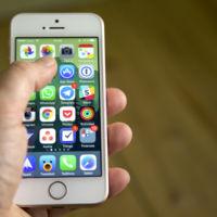 El iPhone SE es un éxito en ventas y está agotado en las tiendas de Estados Unidos