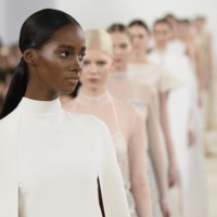 El cuento blanco de Valentino Alta Costura que aterrizó en Nueva York