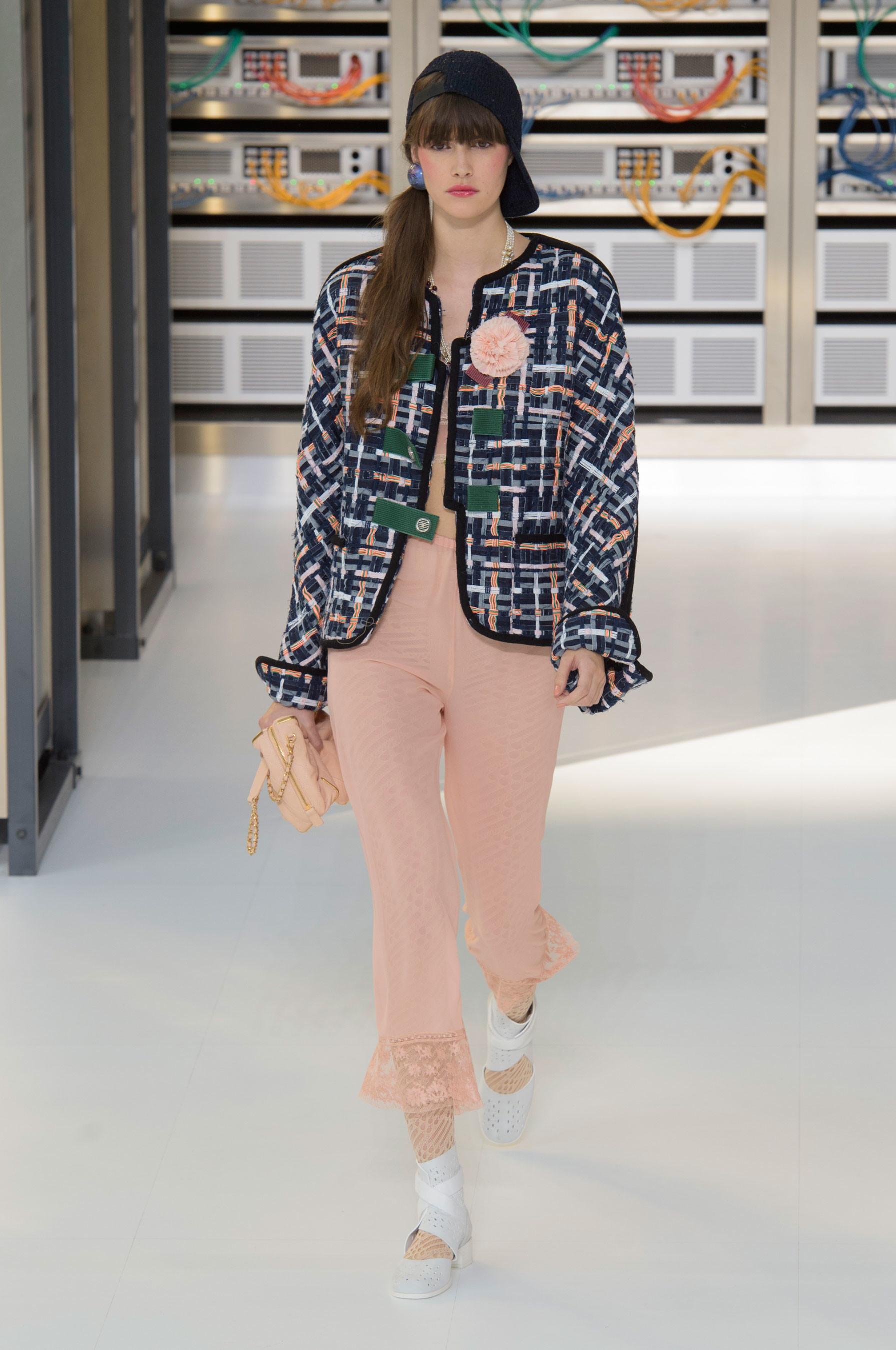 Foto de El regreso al futuro de Chanel en su colección Primavera-Verano 2017 (22/96)