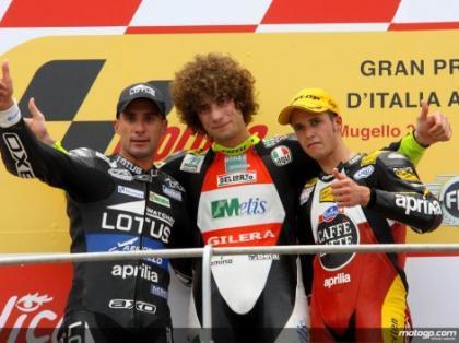 Simoncelli gana en 250 cc después de jugar sucio y tirar a Barberá