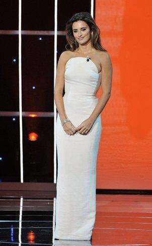 El vestido de novia de Penélope Cruz: sus mejores looks con vestidos de fiesta blancos. Versace Goya