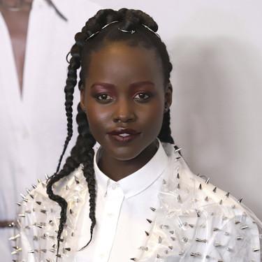 Lupita Nyong'o vuelve a pasarse de revoluciones, en esta ocasión con un look de Balmain de lo más peligroso