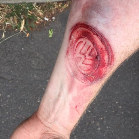 """Pasión por Volkswagen nivel """"me saltó el airbag y me tatuó el logo en el brazo"""""""