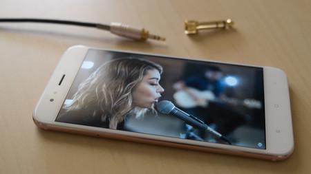 Nueve móviles baratos con radio FM de 2019