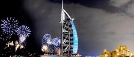 Nochevieja en el Burjal-Arab, empieza el 2010 con fuegos artificiales