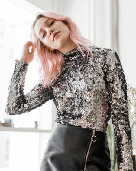 Bershka acierta de lleno cuando se inspira en Dior, aquí un lookazo (barato) para nochevieja
