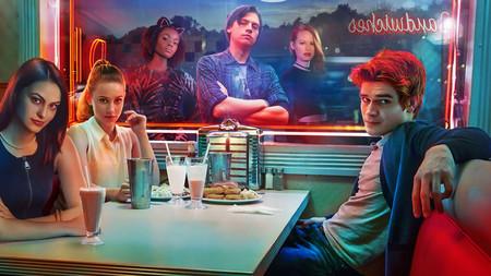 Estrellas invitadas: showrunners, cameos del amor, 'Riverdale' y más