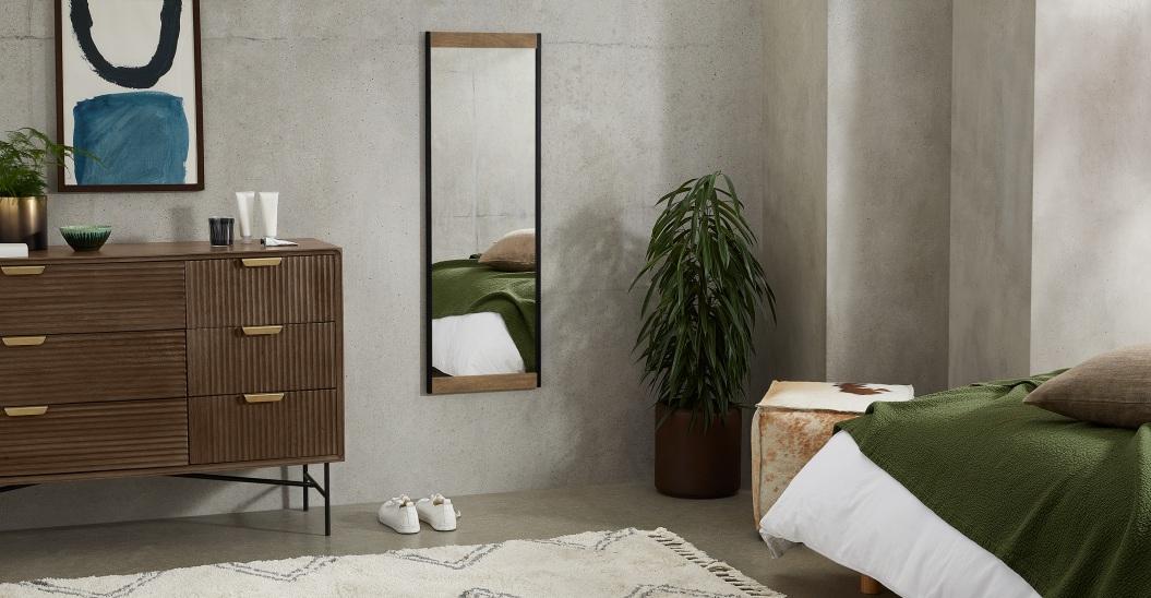 Espejo de cuerpo entero Maxine, 40 x 120 cm, madera de mango y negro.