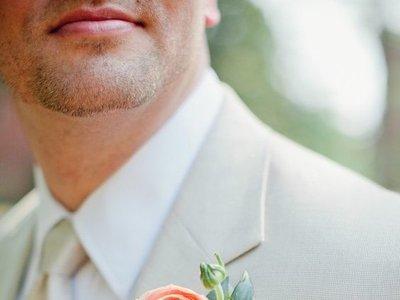 Para los novios de primavera: nueve formas de llevar flores en tu look de boda (o de invitado)
