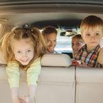 Adiós a los mareos: por qué se marean los niños en el coche y cómo evitarlo