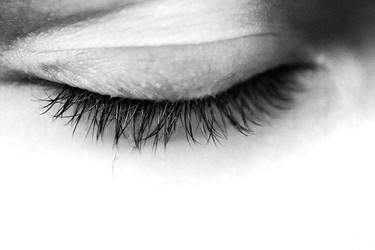 Truco de maquillaje para hombre: cómo disimular las venas del párpado
