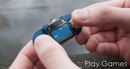 Con TinyScreen te puedes montar la consola portátil más pequeña del mundo