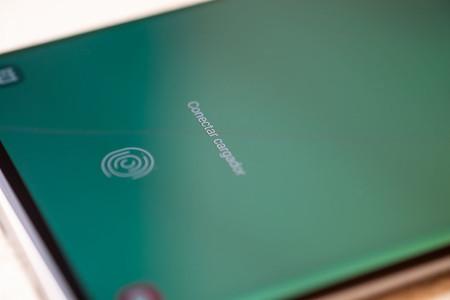 Samsung Galaxy S10 con sensor de huellas debajo de la pantalla