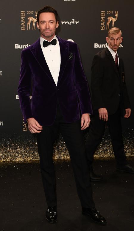 Hugh Jackman De Morado Y Terciopelo Para Los Bambi Awards En Un Impecable Look Festivo 2