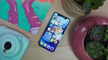 Di adiós a los zapatófonos y pásate a la velocidad 5G con este potente Apple iPhone 12 mini: llévatelo por 210 euros menos