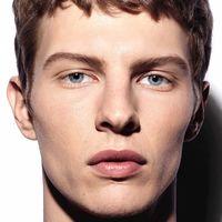 CHANEL se mete más a nuestra rutina de cuidado expandiendo su línea de maquillaje para hombre