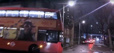 Un scooter, un autobús y 5 minutos de duelo a ver quién es el conductor más idiota de Londres
