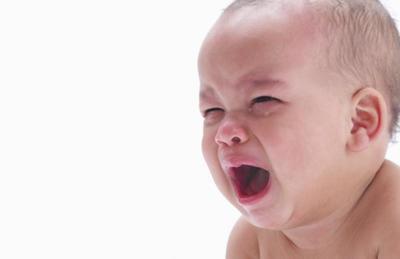 ¿Cuál es el zumo de fruta más recomendable en caso de que el bebé tenga estreñimiento?