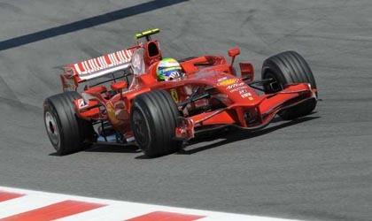 Massa es el más rápido y problemas para Kimi