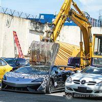 ¡Contenido sensible! Gobierno de Filipinas destruye más 20 millones de pesos en autos de lujo