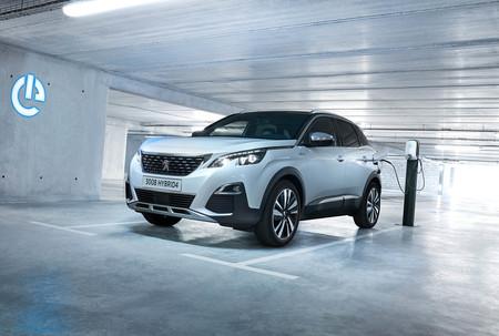 El Peugeot 3008 Hybrid4 ya tiene precio en Francia: un SUV híbrido enchufable que parte de los 53.800 euros