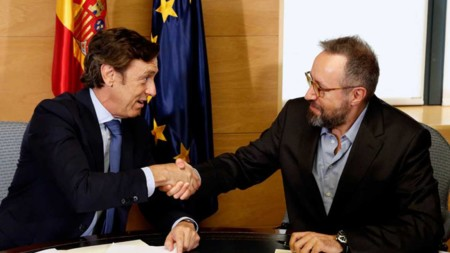 ¿En qué se parece el complemento salarial del pacto Cs PP de la renta básica que propone Podemos?