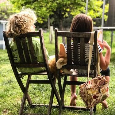 Expertos en literatura y niños nos recomiendan los mejores libros para sentarnos con nuestros hijos a leer juntos este verano