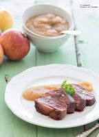 Magret de pato con salsa de miel y manzanas. Receta