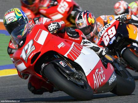 Troy Bayliss prueba la Ducati GP9