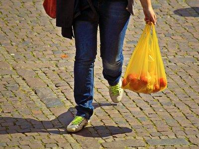 Colombianos tendrán que pagar por usar bolsas plásticas, desde el 1 de julio