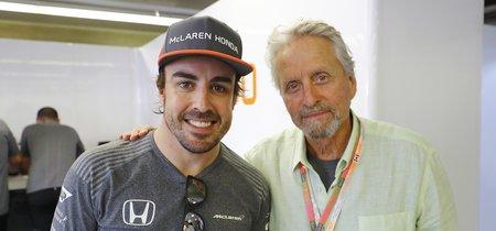 Michael Douglas nos chiva que Fernando Alonso tiene un pie fuera de McLaren