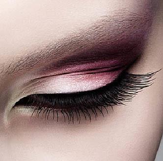 Ojos ahumados en tonos rosas