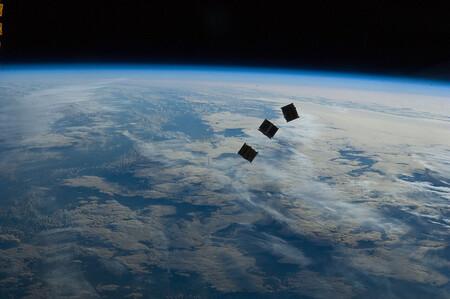 Vallas publicitarias en el espacio: SpaceX se alía con una compañía canadiense para colocar anuncios en órbita