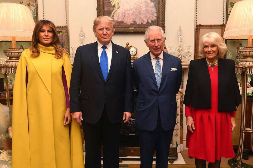 Melania Trump impacta en Londres con un espectacular abrigo amarillo