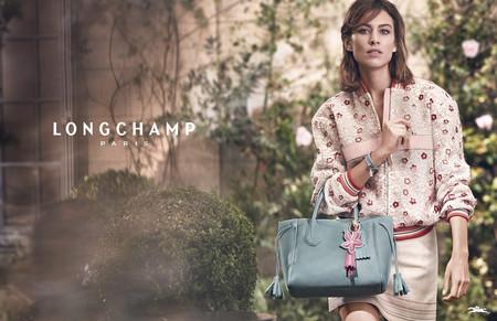 Duelo de campañas: Alexa Chung y Chloë Grace Moretz se disputan cuál será el bolso estrella del verano