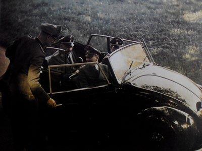 Tres hombres y una ametralladora: así impulsaron Hitler y Porsche la creación del Volkswagen