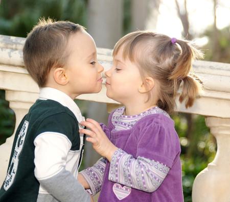 """""""Mi hijo no tiene novia, porque solo es un niño"""": mi reflexión sobre por qué no deberíamos hacer este tipo de preguntas a los niños"""