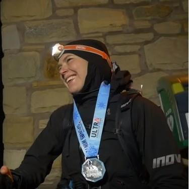 Una madre gana y rompe récord en un ultramaratón de 430 kilómetros, en el que hizo paradas para extraerse leche