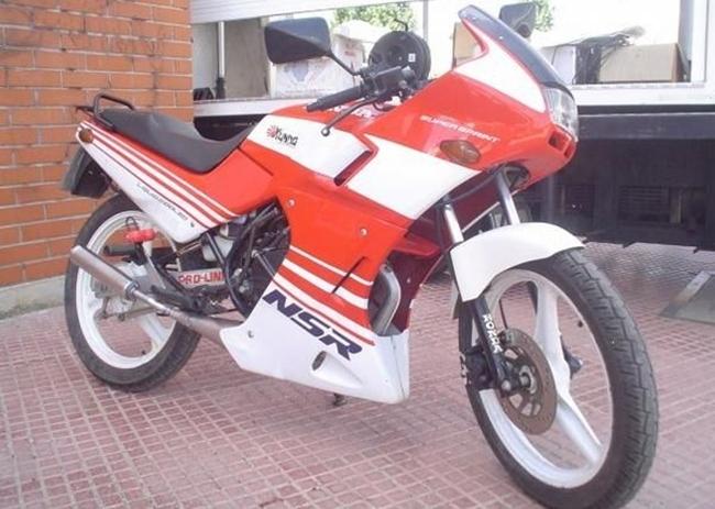 Honda NSR 75 roja