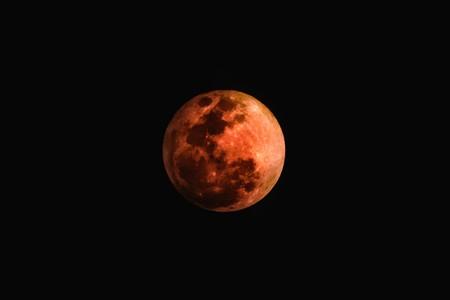 Cómo seguir la Luna Roja de este viernes por Internet