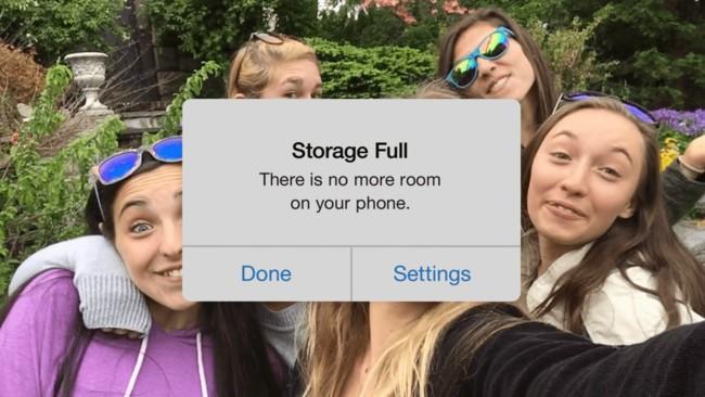 Un nuevo anuncio de Google Photos pega donde más le duele a Apple: en sus iPhone de 16 GB