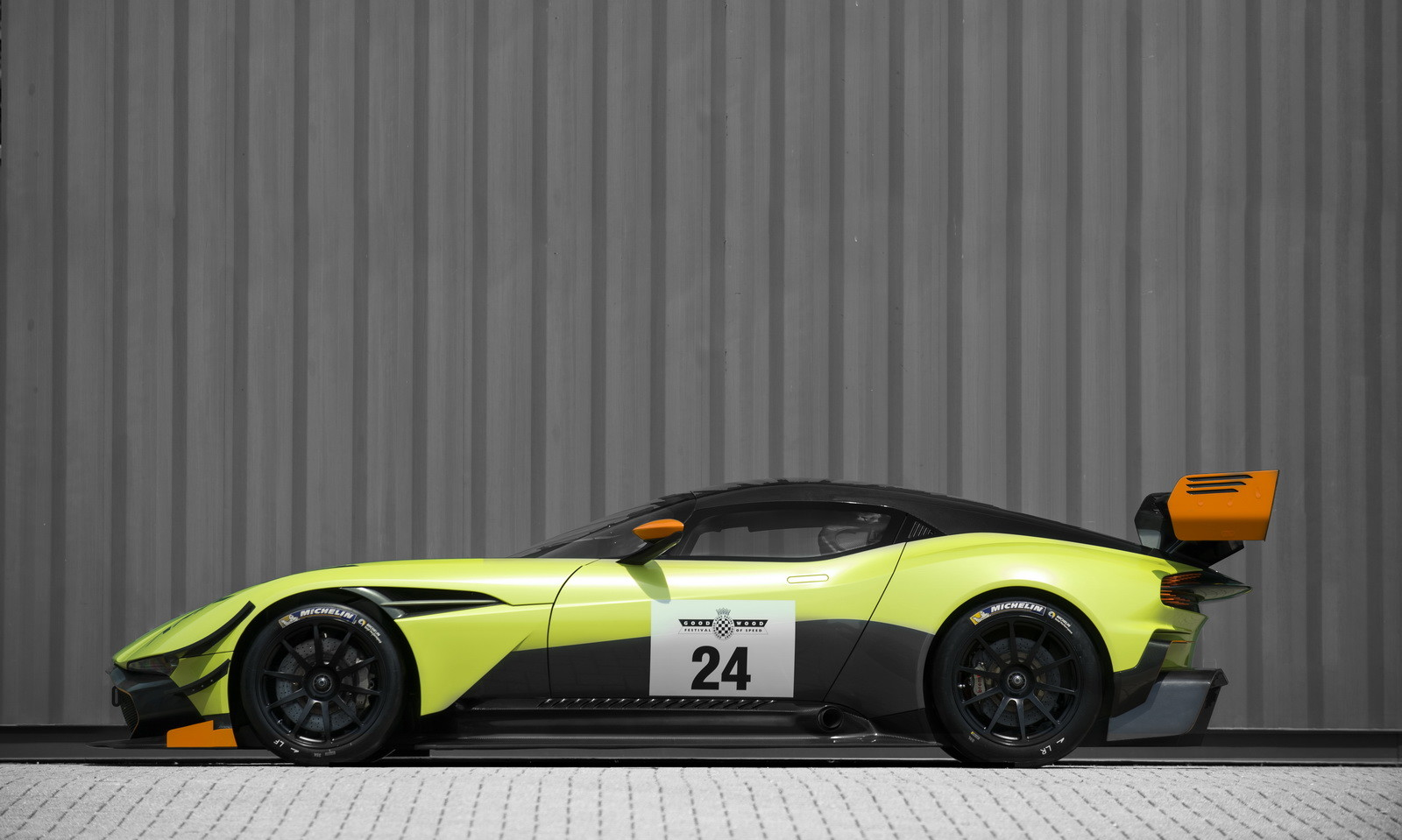 Foto de Aston Martin Vulcan AMR Pro (15/17)