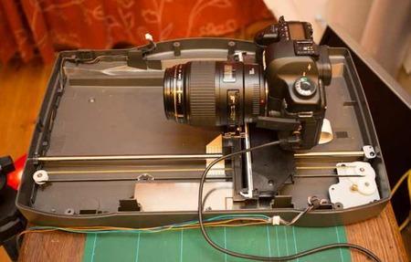 El movimiento de esta cámara está controlado por la Raspberry Pi