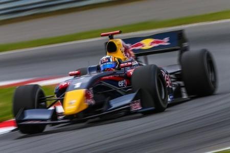 Carlos Sainz Jr podría llegar a la Fórmula 1 con una Caterham bajo la influencia de Red Bull