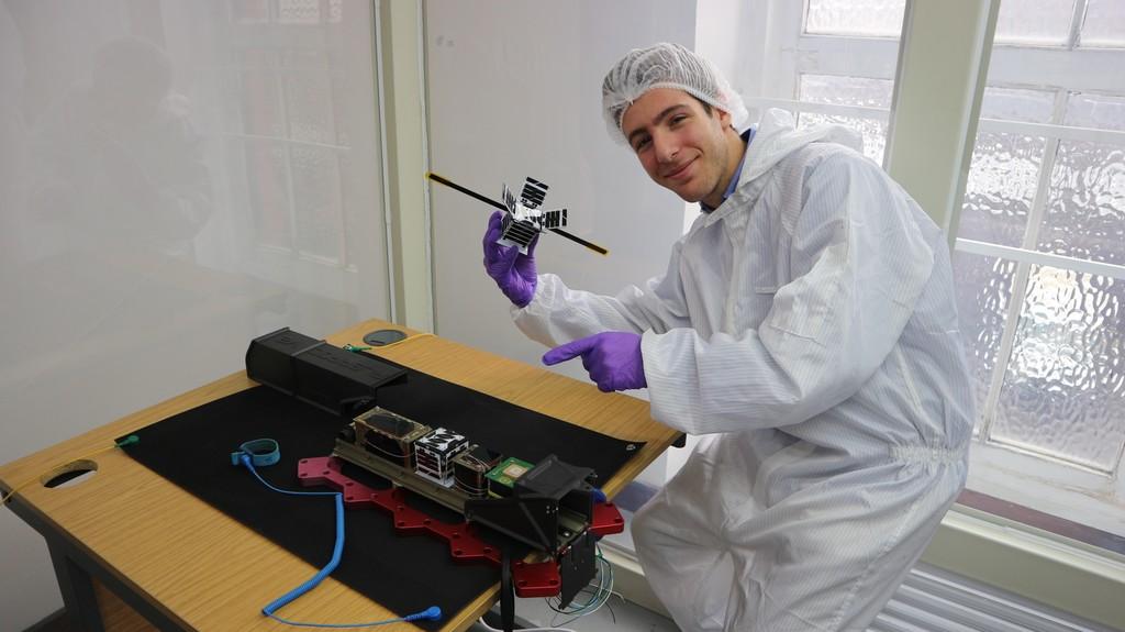 Fossasat-1: el satélite open-source de 250 gramos que surgió de Reddit y que ha fabricado un adolescente español